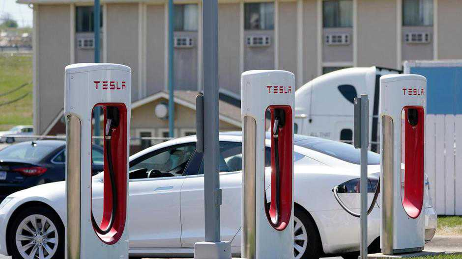 Tesla's first-quarter profit surges to $438m on record deliveries